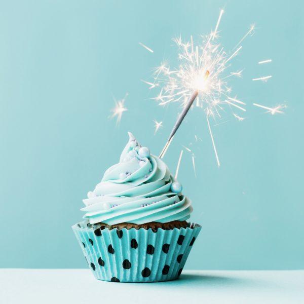 Shooting-photo-smash the cake - seance-photo-smash the cake - photographe anniversaire - cupcake